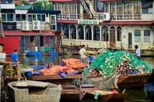 'Đột kích nghĩa địa' tàu giữa lòng Hà Nội