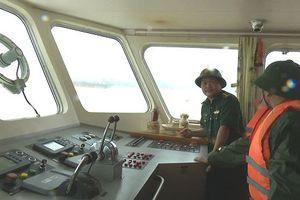 Lai dắt tàu cá bị nạn giữa ảnh hưởng của siêu bão Mangkhut