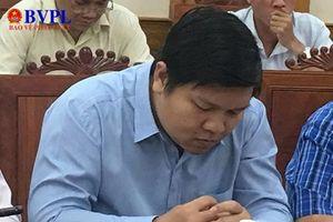 Được kết nạp Đảng sai thẩm quyền, Phó giám đốc Sở Ngoại vụ bị xóa tên đảng viên, mất chức