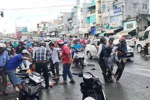 An Giang: Xe tải tông nhiều xe máy, 10 người bị thương