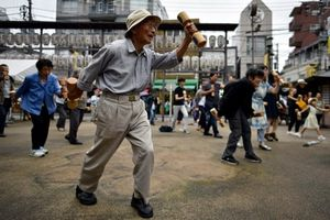 Số người trên trăm tuổi ở Nhật Bản là gần 7 vạn