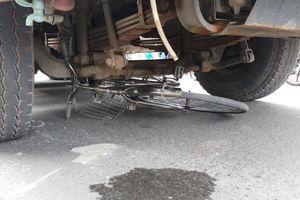 TP HCM: Băng qua đường đi mua cơm, cụ ông 75 tuổi bị xe ben cán tử vong