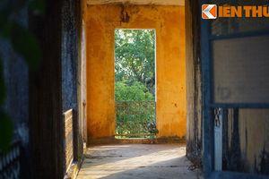 Đột nhập tòa nhà bỏ hoang đầy bí ẩn trong Hoàng thành Huế