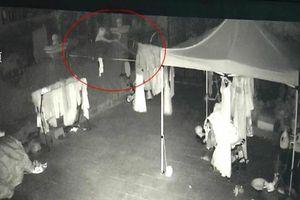 Người đàn ông trộm 73 chiếc váy cưới để cảm thấy mình vẫn có vợ