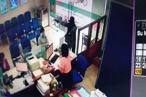 Video: toàn cảnh vụ cướp ngân hàng 'hai phút, một tỷ đồng' tại Tiền Giang