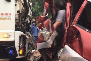 Tông trực diện xe tải, tài xế ô tô tử vong trong cabin