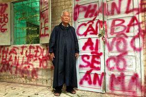 Cụ ông 73 tuổi bị con gái 'khủng bố' vì tranh chấp đất