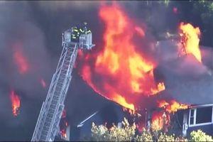 Khí gas rò rỉ và phát nổ ở khu dân cư Mỹ, thiêu cháy 50 nhà