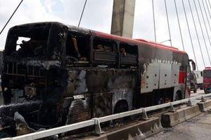 Hải Phòng: Xe khách giường nằm bốc cháy dữ dội