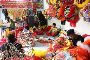 Xưởng sản xuất đầu lân 'chạy đua với thời gian' trong dịp Tết Trung thu