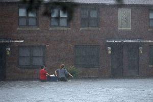 Siêu bão Florence có thể trút 37,8 nghìn tỷ lít nước khi đổ bộ vào Mỹ