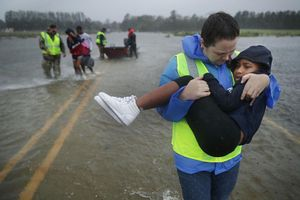 Thế giới hứng bão dồn dập