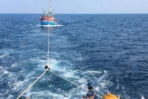 Vượt 130 hải lý cứu 17 thuyền viên gặp nạn trên biển