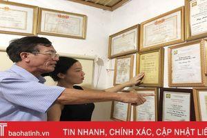 Hai bố con cùng nhận kỷ niệm chương vì sự nghiệp văn hóa