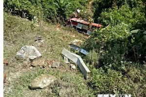 Lai Châu: Xe bồn mất phanh đẩy xe khách xuống vực, 12 người chết