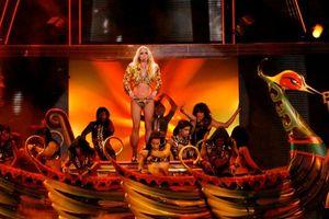Fan 'bàng hoàng' phát hiện: Britney Spears 'tái chế' đạo cụ concert thành… hàng trang trí sân vườn