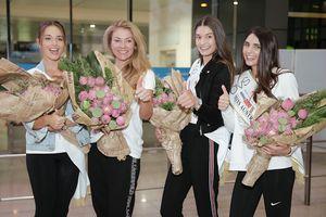 Top 3 Hoa hậu Áo giản dị vẫn sáng bừng sân bay Tân Sân Nhất