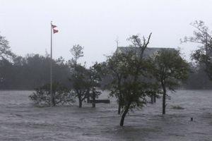 Siêu bão Florence càn quét bờ biển Mỹ