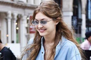 Gigi Hadid tươi cười dạo phố với gu thời trang đời thường sành điệu