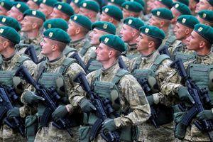 'Hướng mũi dùi' vào Nga, Mỹ dọa thêm vũ khí sát thương cho Ukraine