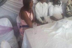 Cặp đôi 'thuê' người đóng giả cô dâu, chú rể để kết hôn hộ