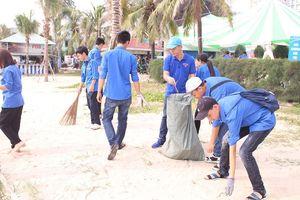 Sôi động Ngày hội thanh niên bảo vệ biển khỏi rác thải nhựa