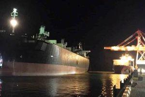 Hai công nhân tử vong do ngạt khí khi dọn hầm tàu hàng