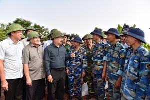 Phó Thủ tướng thị sát công tác ứng phó bão số 6