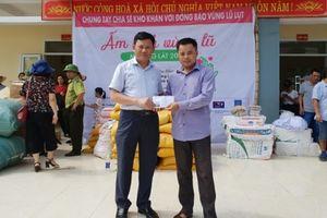 Trao tặng quà trị giá hơn 350 triệu đồng cho người dân vùng lũ huyện Mường Lát