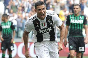 Ronaldo ghi cú đúp, Juventus đánh bại Sassuolo