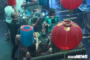 Cảnh sát ập vào quán bar ở TP.HCM, phát hiện hàng chục dân chơi ma túy