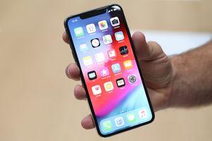 Apple nghìn tỷ, XS Max 1.500 USD và cục sạc từ thời iPhone 3G