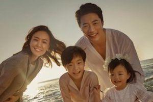 Kwon Sang Woo và vợ hoa hậu chụp ảnh kỷ niệm 10 năm ngày cưới