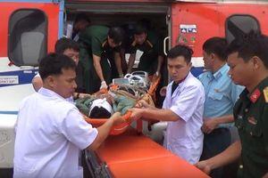 Cứu sống hai ngư dân bị chấn thương sọ não ở đảo Trường Sa