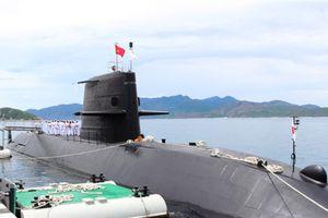 Vũ khí hạng nặng trên tàu ngầm Nhật thăm Cam Ranh