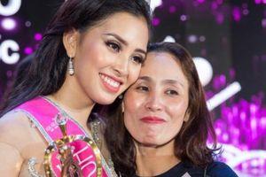 Mẹ Hoa hậu Trần Tiểu Vy nói gì khi con gái bị chê trả lời ứng xử ngô nghê?