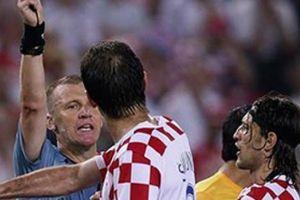 Trọng tài World Cup còn 'quên' rút thẻ, huống chi trọng tài V.League