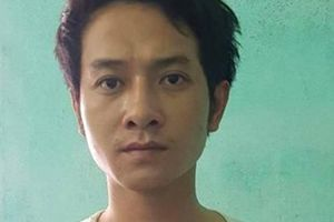 Mâu thuẫn trước bữa cơm tối, chồng dùng kéo đâm vợ 17 tuổi tử vong