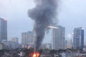 Cháy lớn trên phố kinh doanh đồ gỗ