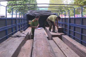 Bắt tài xế chở 31 hộp gỗ không hóa đơn với giá 3 triệu