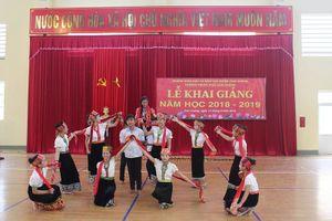 Trường miền núi Nghệ An tổ chức khai giảng sau thời gian dài chạy lũ