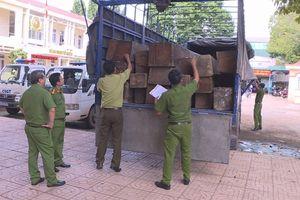 Bắt xe tải vận chuyển 31 hộp gỗ lậu