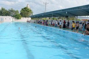 Học sinh lớp 2 đuối nước thương tâm tại bể bơi