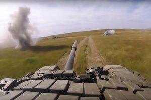 Xem xe tăng Nga phô diễn sức mạnh