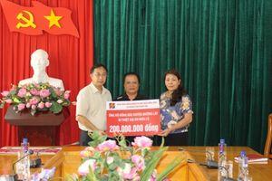 Agribank Thanh Hóa sẻ chia cùng đồng bào vùng lũ huyện Mường Lát