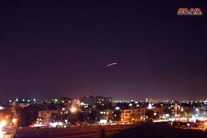 Phòng không Syria khai hỏa bắn hạ 4 tên lửa Israel trên bầu trời Damascus