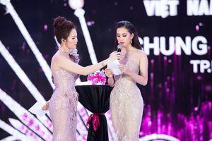 Vì sao Trần Tiểu Vy trả lời ấp úng nhưng vẫn giành được vương miện?