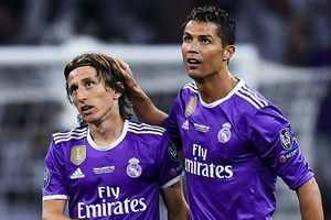 Thi đấu nhạt nhòa cùng Real Madrid, Modric sắp dâng danh hiệu cá nhân cho Ronaldo