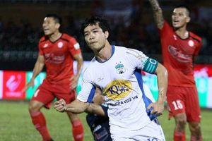 Tiền đạo Công Phượng nhận 'mưa lời khen' khi ghi cú đúp bàn thắng vào lưới TP. HCM