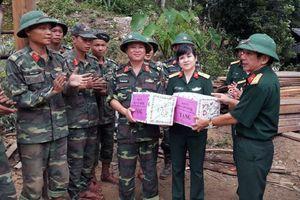 Bộ CHQS Thanh Hóa hỗ trợ nhân dân vùng lũ lụt gần 500 triệu đồng